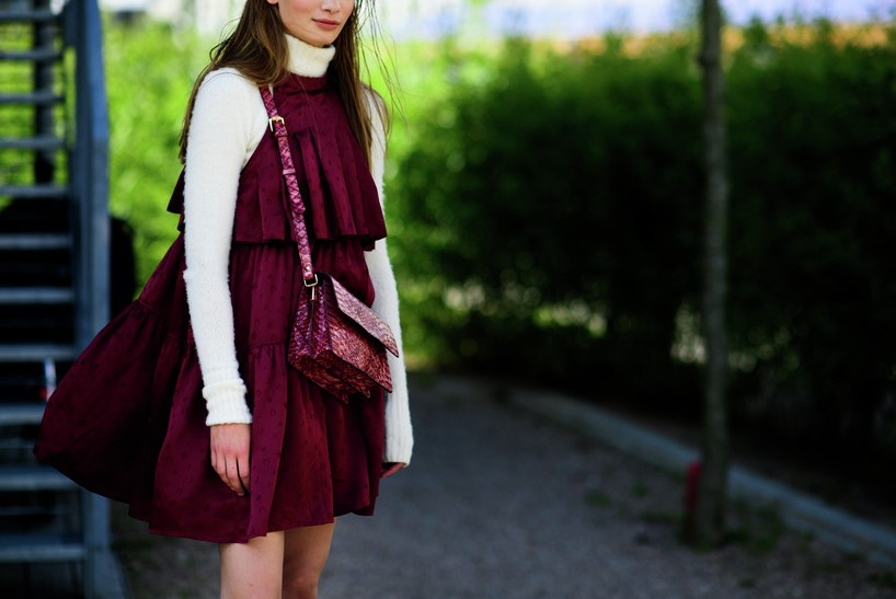 fashion-street-style-best-copenhagen-fashion-week-street-style-sweat-round-neck-tshirt-burgundy-dree-burgundy-bag-spring-summer-2017