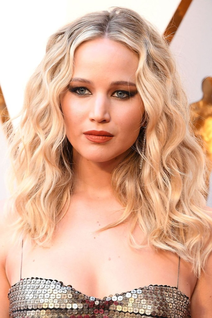hbz-jennifer-lawrence-oscars-getty-1520446086
