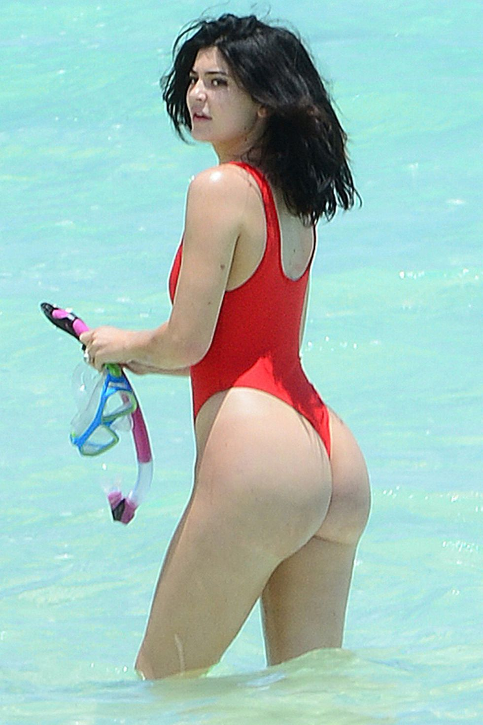 hbz-crazy-swim-kylie-jenner-backgrid-1528400408