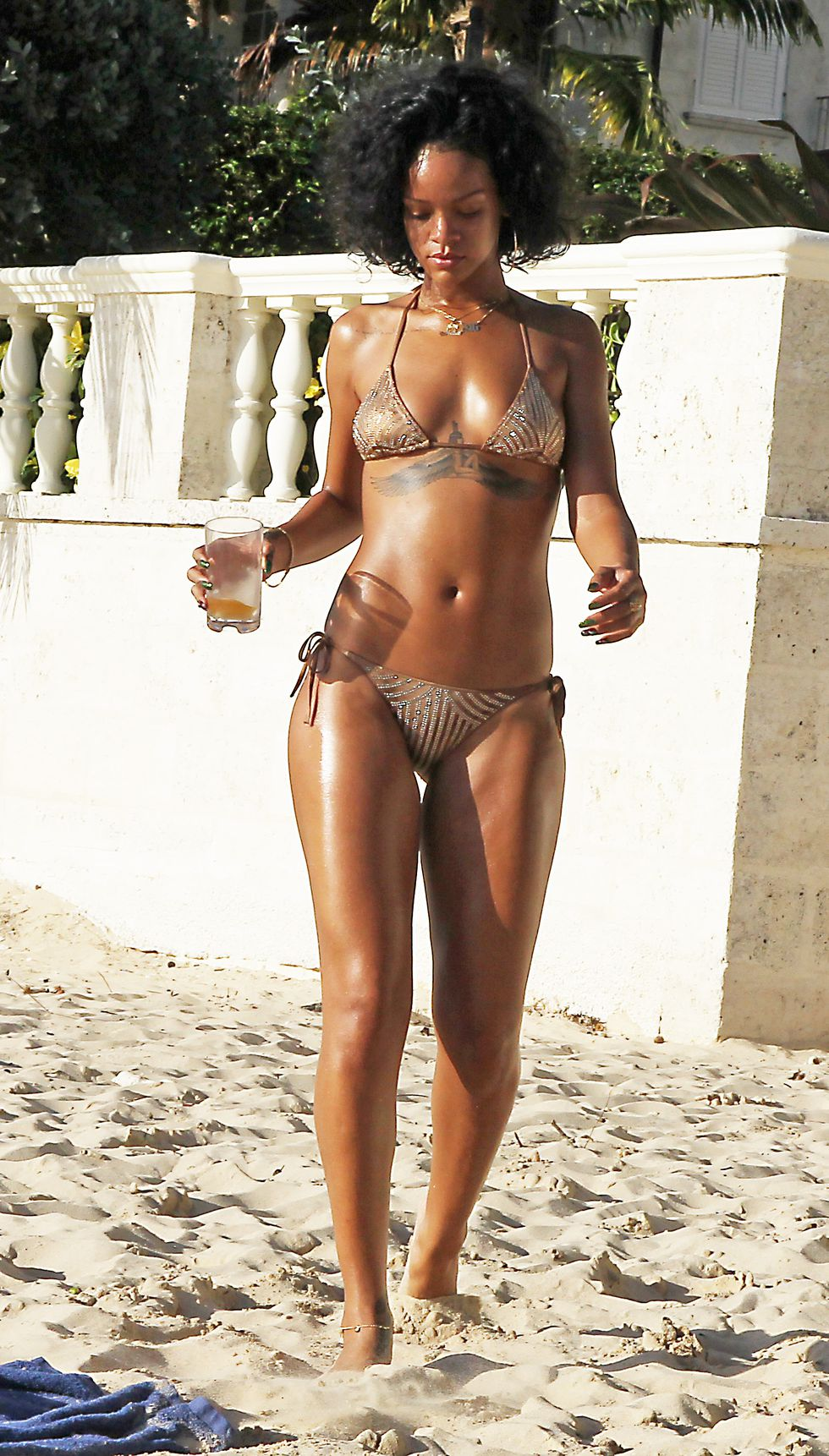 hbz-crazy-swimsuits-rihanna-splash-1528400588