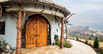 mini-kingdom-treehouse-ashland-oregon-1-5b322c6bd9297__700